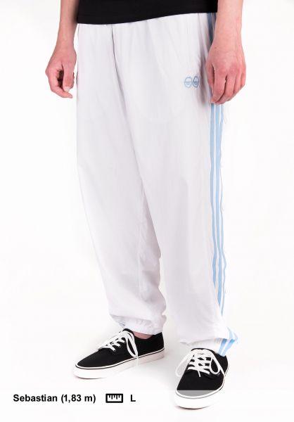 4d61a3623fb adidas-skateboarding Jogginghosen Krooked Trackpant white Vorderansicht
