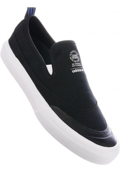 adidas-skateboarding Alle Schuhe Matchcourt Slip coreblack-white-gum Vorderansicht