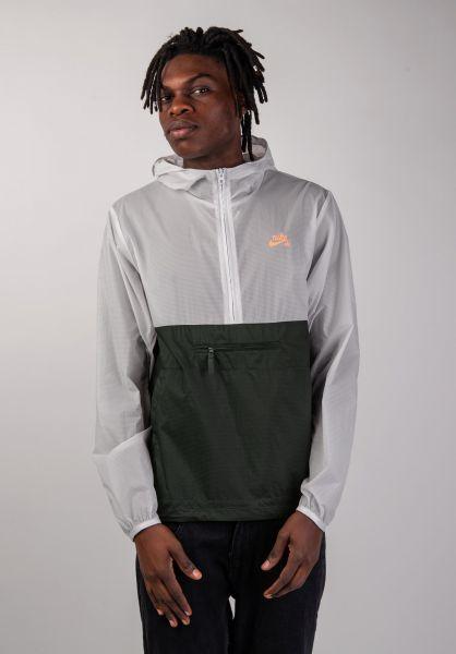 Nike SB Windbreaker Anorak Pack Hood vastgrey-sequoia vorderansicht 0504230