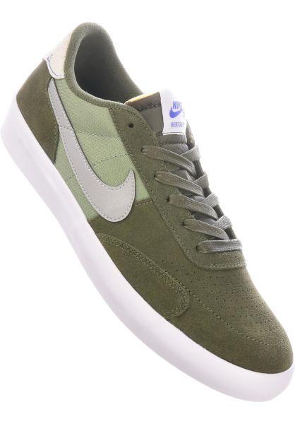 Nike SB Alle Schuhe Heritage Vulc Premium cargokhaki-mediumgrey-spiralsage vorderansicht 0604912