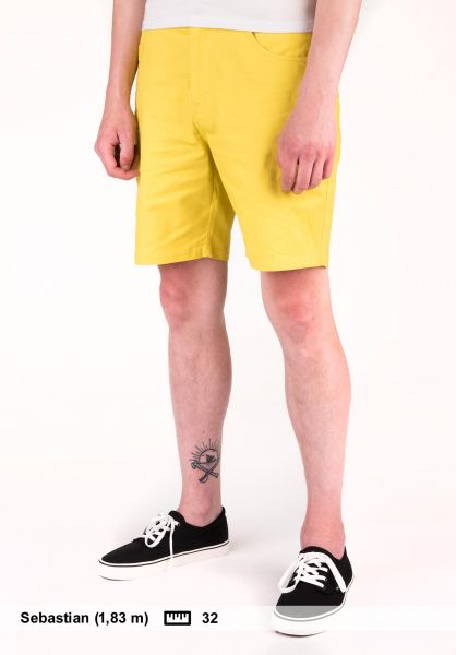 Light Chinoshorts Huge mustard Vorderansicht