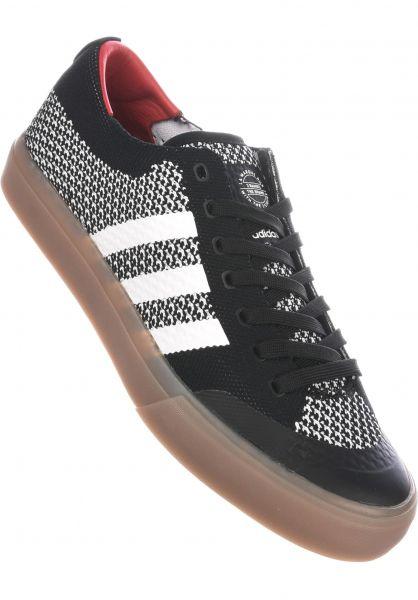 adidas-skateboarding Alle Schuhe Matchcourt Primeknit coreblack-gum Vorderansicht