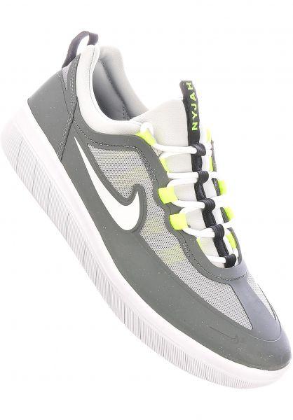 Nike SB Alle Schuhe Nyjah Free 2.0 smokegrey-white vorderansicht 0604782