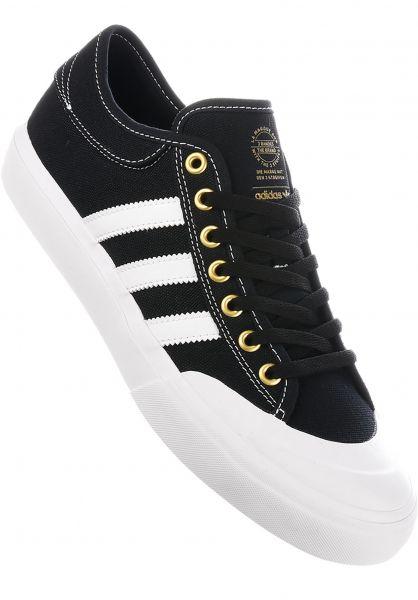 on sale 8fee8 236d3 adidas-skateboarding Alle Schuhe Matchcourt coreblack-white-gold  Vorderansicht