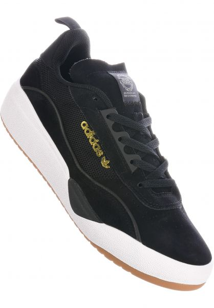 adidas-skateboarding Alle Schuhe Liberty Cup coreblack-white-gum vorderansicht 0604670