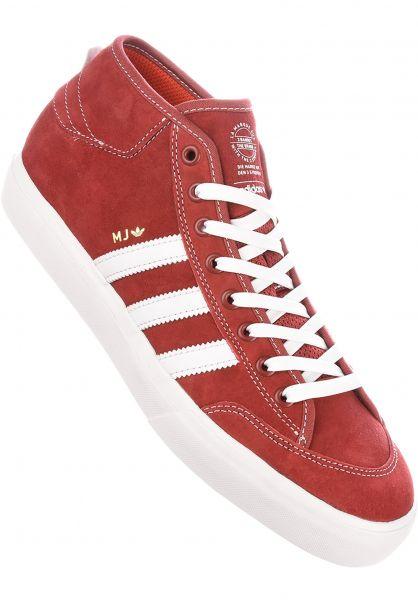 Matchcourt Mid x Marc Johnson Adidas todos los zapatos en mysteryred blanco